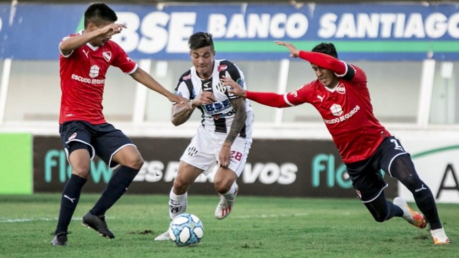 El Rojo le ganó a Central Córdoba en Santiago del Estero en el debut.