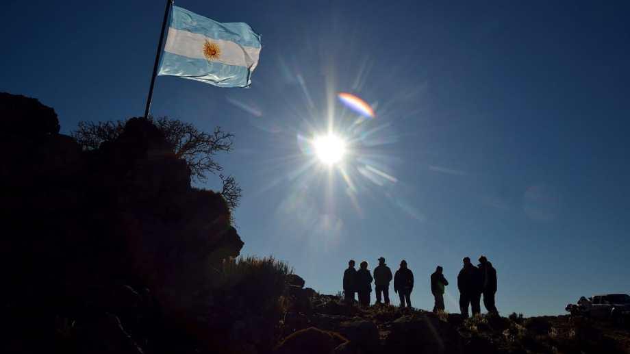 El paisaje de meseta en las cercanías de Valcheta brindará una alternativa para contemplar el eclipse. Frente al pueblo, a la vera de la ruta nacional 23, habrá un Centro de Observación. Foto: Martín Brunella.