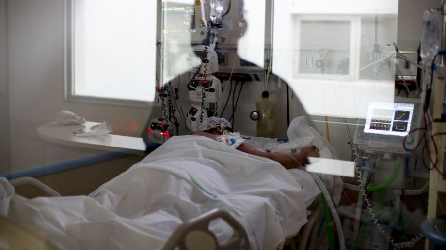 El área covid de un hospital de Buenos Aires, donde bajó la cantidad de enfermos en terapia intensiva.