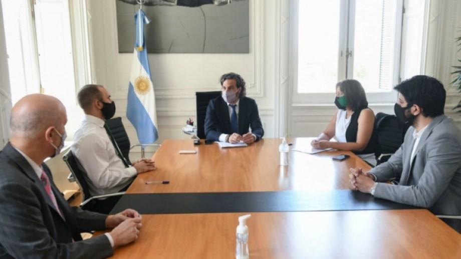 La gobernadora fue recibida al mediodía por el jefe de Gabinete, Santiago Cafiero, y por el ministro de Economía, Martín Guzmán.