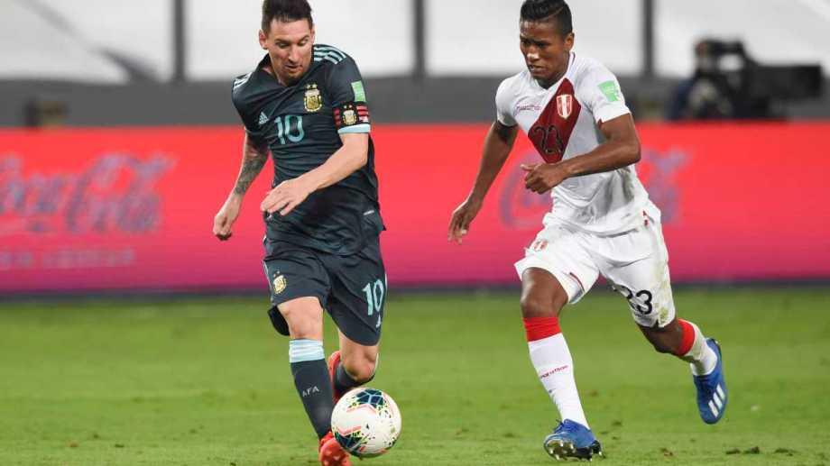Argentina derrotó a Perú y sigue en el lote de arriba de las Eliminatorias. Foto: AP
