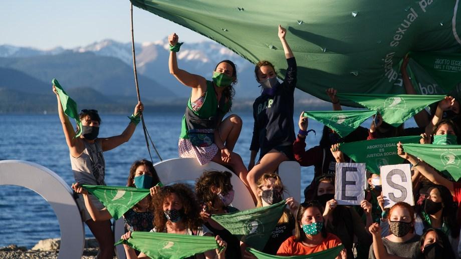 Una de las tantas marchas de mujeres en las calles de Bariloche.
