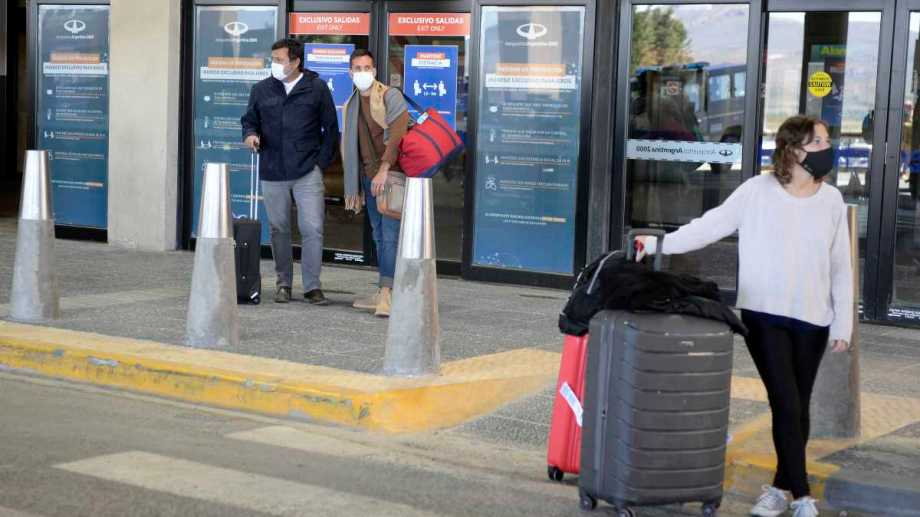 Actualmente hay entre 3 y 4 vuelos diarios desde Buenos Aires pero no llegan completos. Archivo