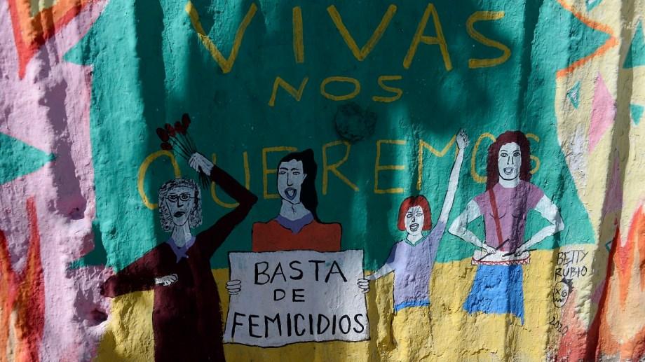 En la esquina de Moreno y Palacios, un paredón destinado a reflejar acciones contra la violencia hacia las mujeres. Foto: Alfredo Leiva