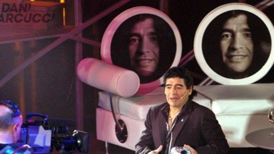 Maradona y una especial entrevista a sí mismo en La Noche del 10.