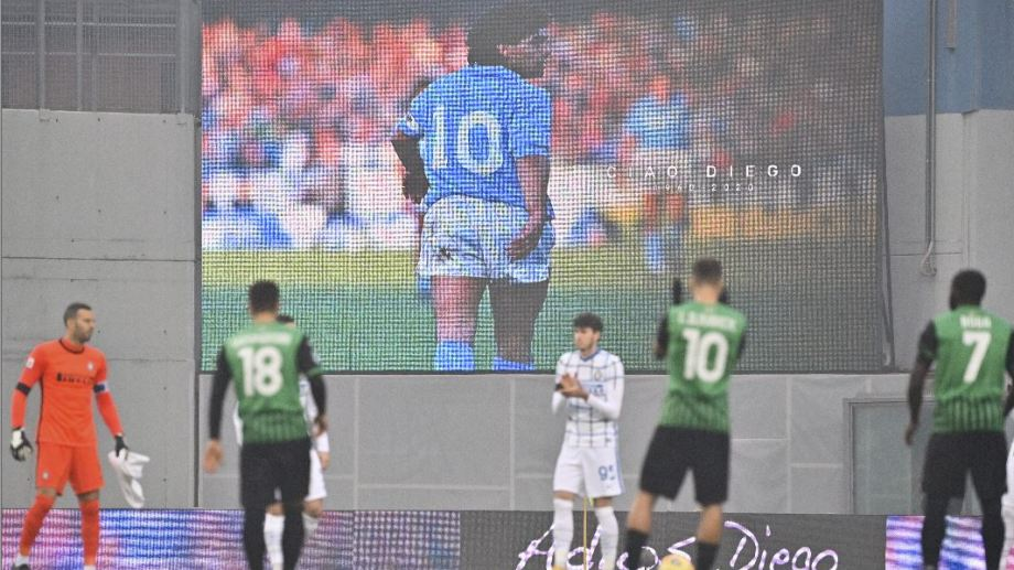 Uno de los homenajes en la Serie A italiana entre Sassuolo e Inter. (Foto/AP)