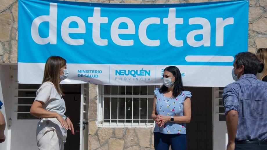 Peve estuvo en las instalaciones del gimnasio municipal, donde funciona el plan Detectar en Chañar. (Gentileza).-