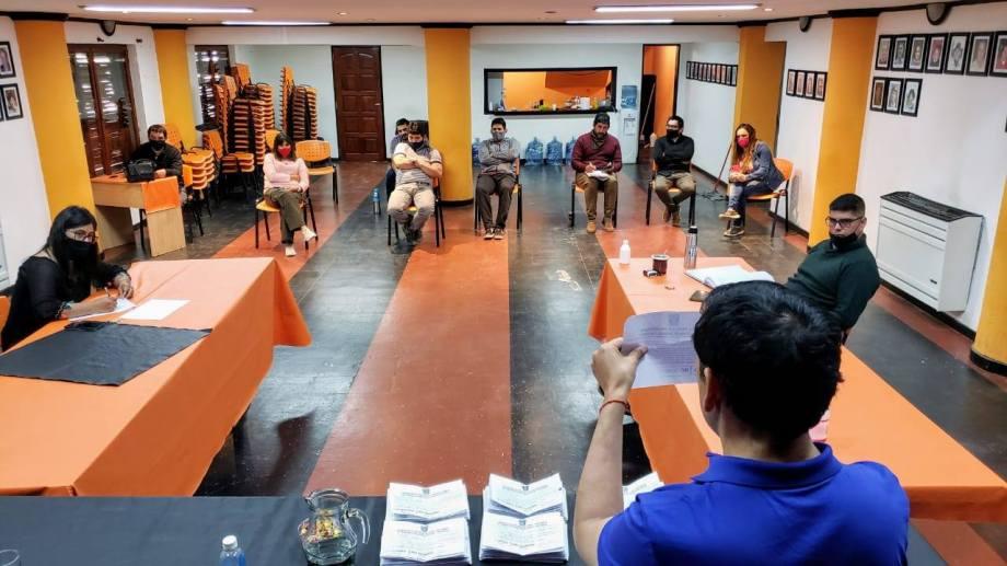 En el salón de Las Miradas se contaron los votos de la consulta en Las Ovejas. (Municipalidad de Las Ovejas)