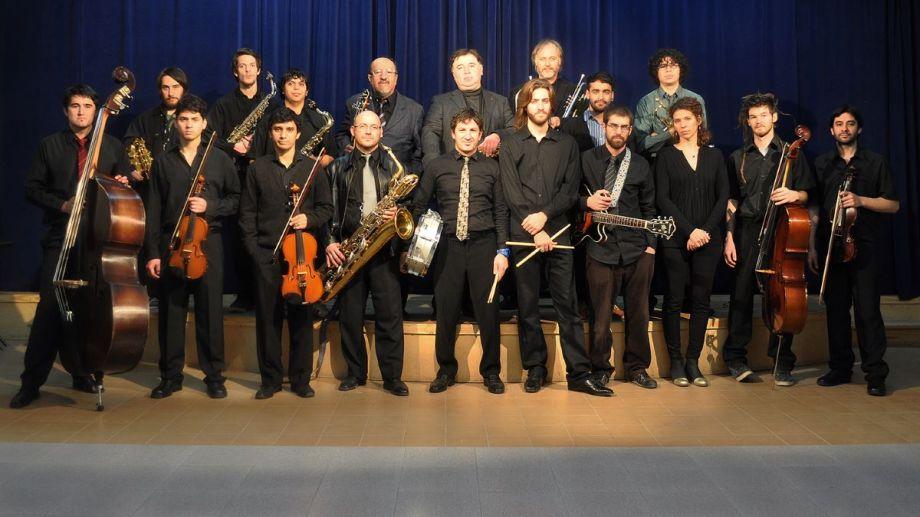 El Grupo de Jazz de Fundación Cultural Patagonia y alumnos del Instituto Universitario Patagónico de las Artes, juntos en un concierto.