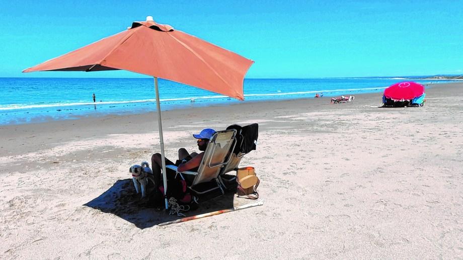 Las playas de Las Grutas, una tentación en la costa de Río Negro. Foto: Martín Brunella.
