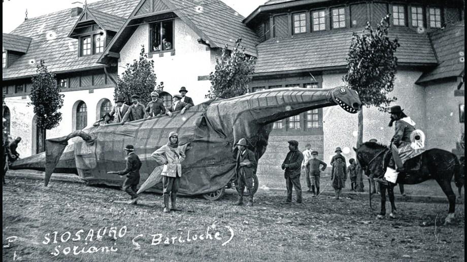 En 1922 Capraro dijo que habían capturado al plesiosaurio y se lo iba a pasear por las calles de la ciudad en el desfile de carnaval.