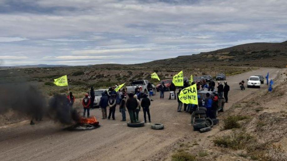 Un nutrido grupo de trabajadores de UOCRA realizaron cortes parciales durante la jornada de este jueves. Foto: José Mellado