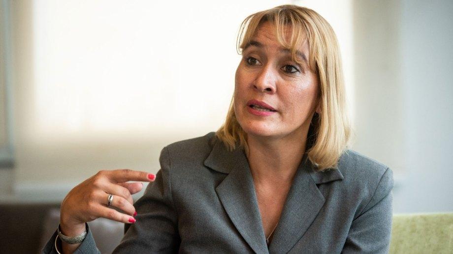"""""""Puede que el Presidente crea que somos bobos y que con la renuncia de Ginés alcanza"""", disparó la diputada Matzen."""