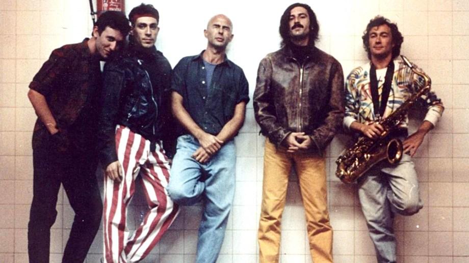La banda se conformó en 1976, pero recién en 1984 editó su primer disco y a fines de los 80 encontró su formación definitiva.