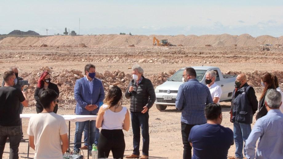 El acto lo encabezó el intendente MarianoGaido. Contó con la participación de todas las entidades beneficiarias. (Foto: Oscar Livera)