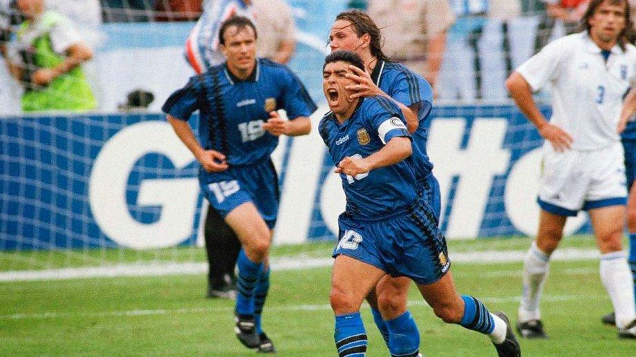 El gol a Grecia, en el Mundial 94, fue uno de los momentos icónicos del Diez.