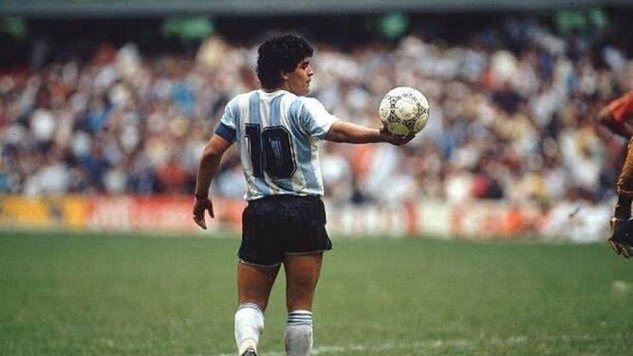 Diego, capitán en toda la cancha. Foto: archivo.-