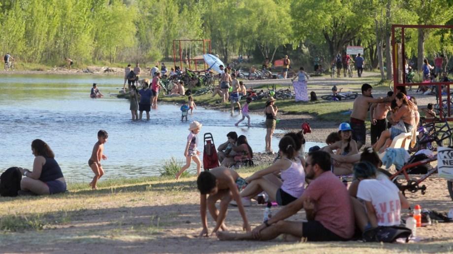 Durante el fin de semana se registraron 109 rescates en los balnearios de Neuquén. (Foto: Oscar Livera).
