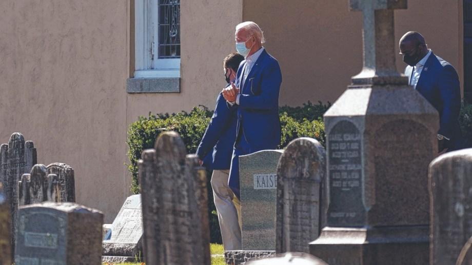 Joe Biden. El presidente electo visitó ayer el cementerio en el que están sepultados sus padres, su primera esposa y sus dos hijos. Foto: AP.