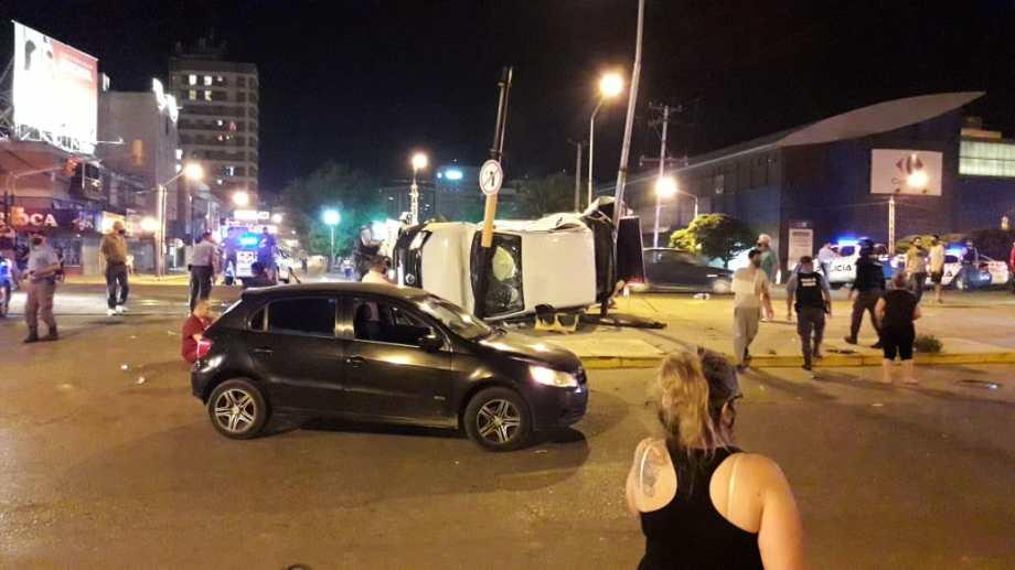 Ayer a las 22 una ambulancia protagonizó un accidente en Neuquén. Una enfermera salió despedida y permanece internada.