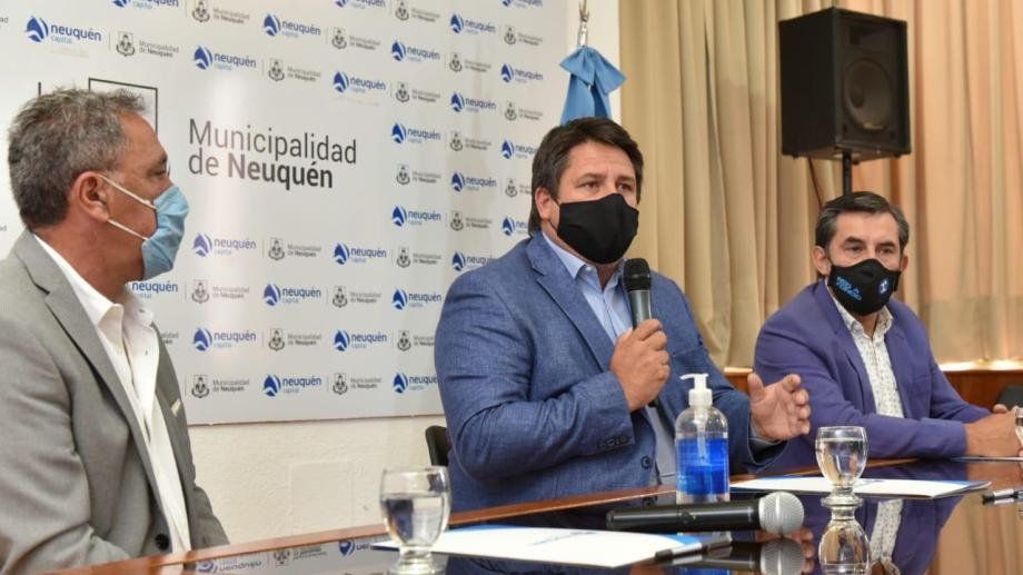 El Municipio firmó un convenio con Calf para que reciban el Fondo Solidario. (Gentileza).-