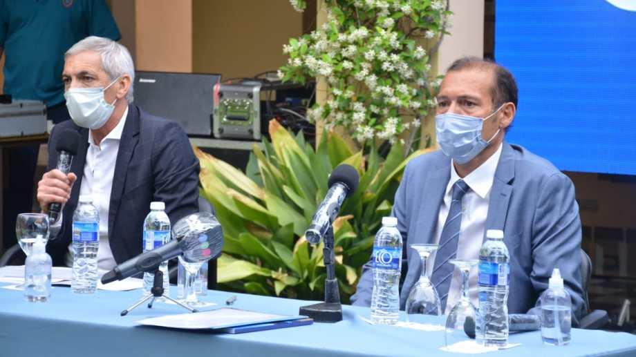 El gobernador Gutiérrez y el ministro Pons encabezaron el anuncio esta tarde en Casa de Gobierno. Foto: Yamil Regules.