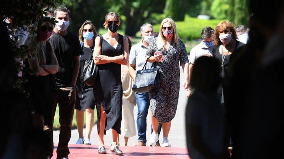 Familiares y amigos se acercaron al cementerio Memorial.  Foto: gentileza Infobae.-