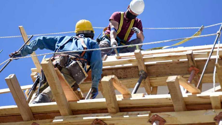 Intiman a empresas del sector de la construcción a garantizar la provisión de insumos y materiales.