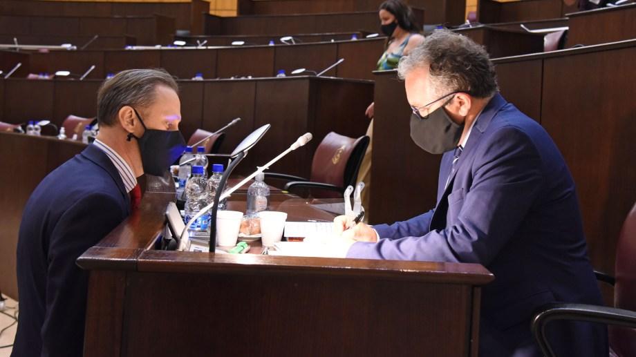 El fiscal Agustín García y el abogado querellante Marcelo Hertzriken Velasco en la audiencia de juicio. Foto Florencia Salto.