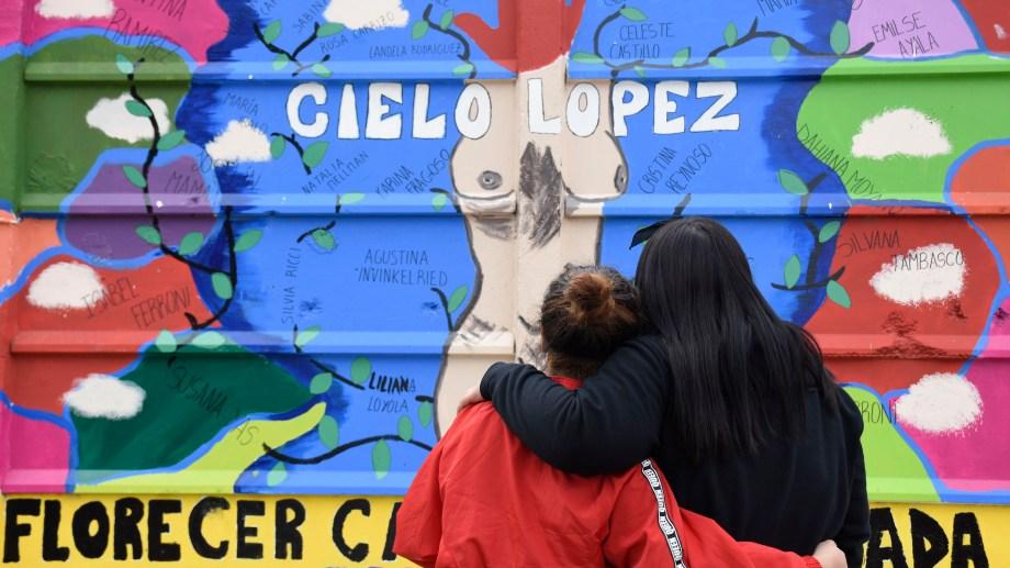 Uno de los murales que fueron pintados en la ciudad de Plottier como sitios de memoria. Foto Florencia Salto.