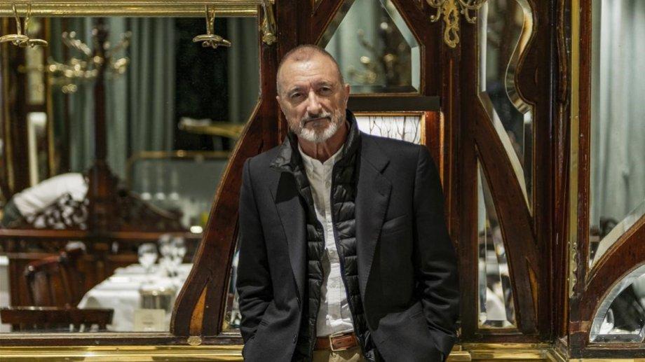 "Pérez-Reverte aclaró que ""Línea de fuego"" no es una novela política."