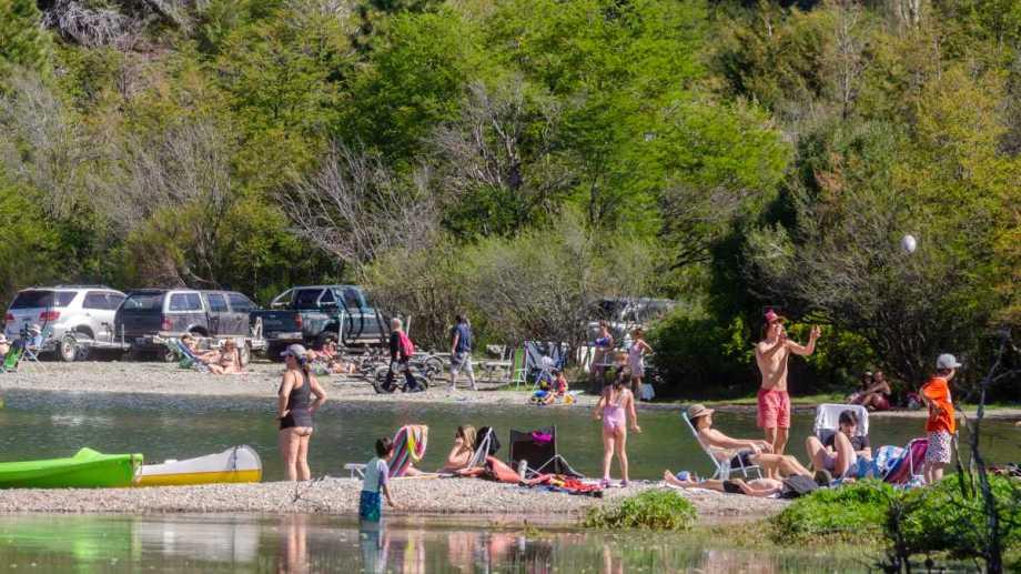 El turista deberá respetar las reglas sanitarias de cada localidad de Neuquén (Foto: Patricio Rodríguez)
