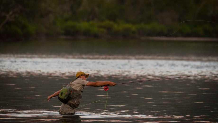 Ya se vendieron más de 8.000 permisos de pesca en Neuquén. (Foto: Patricio Rodríguez)