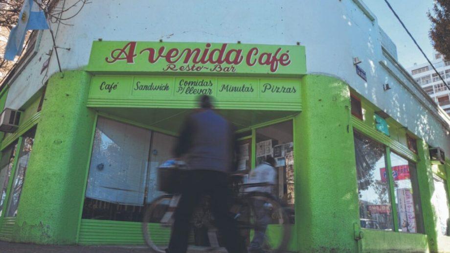 Los gastronómicos quieren evitar el cierre de más locales como el clásico Café Avenida. Piden trabajar de lunes a domingo de 8 a 24 horas.