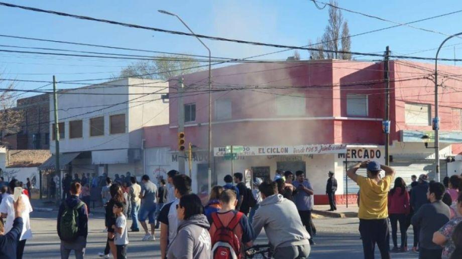 La carnicería saqueada el año pasado, antes de la detención de Escobar. (Archivo)