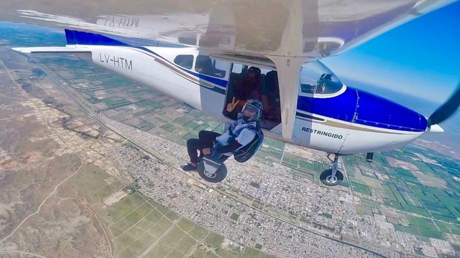 """Neuquén. """"Cuando te toca viajar afuera porque el avión va lleno"""". Lautaro Espinosa"""