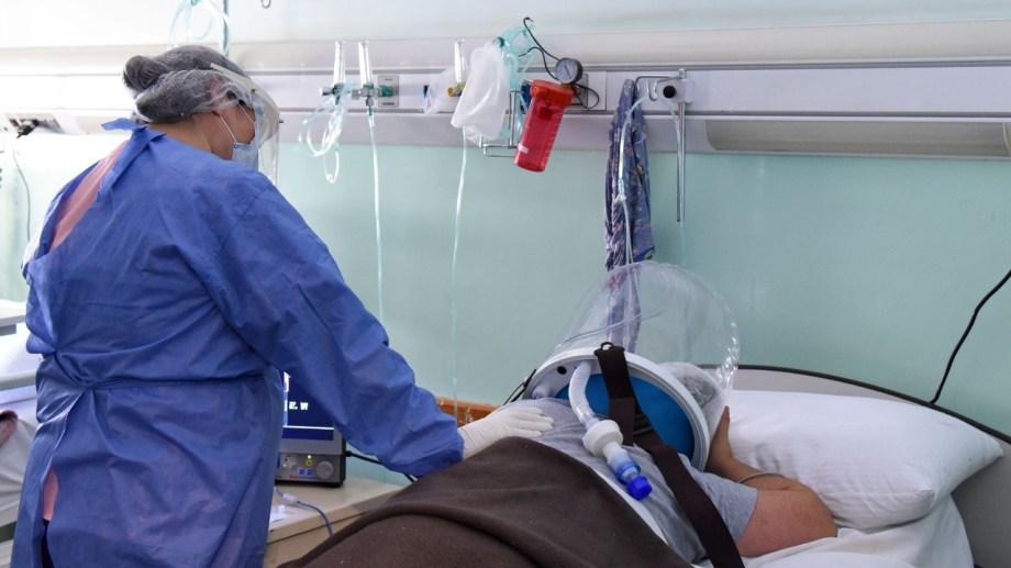 Los cascos con oxígeno están dando  buenos resultados. El centro de salud cuenta con más de 20 dispositivos.