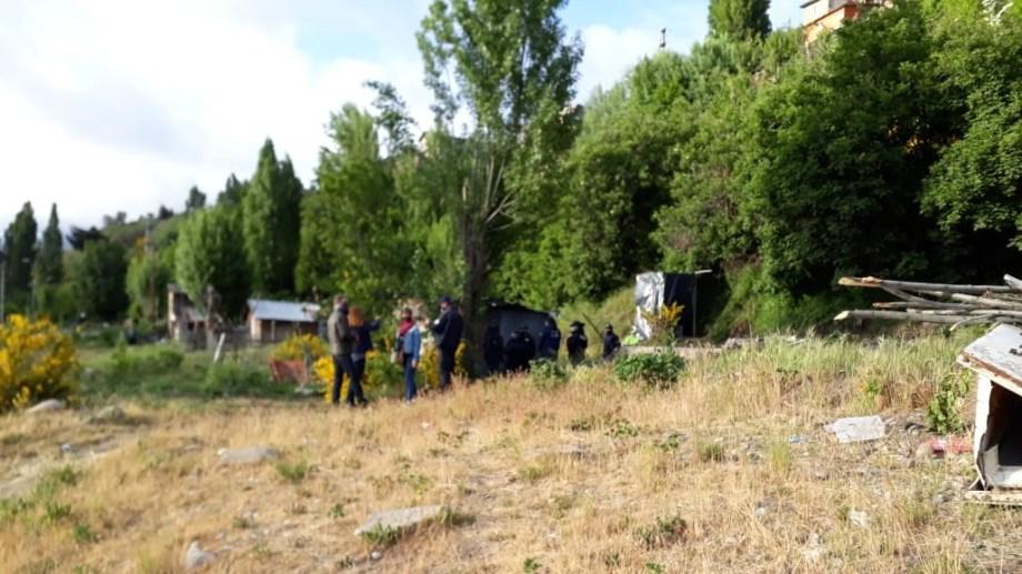 Hoy a las 7 policías y fiscales restituyeron el predio fiscal tomado a la municipalidad de Bariloche. Gentileza