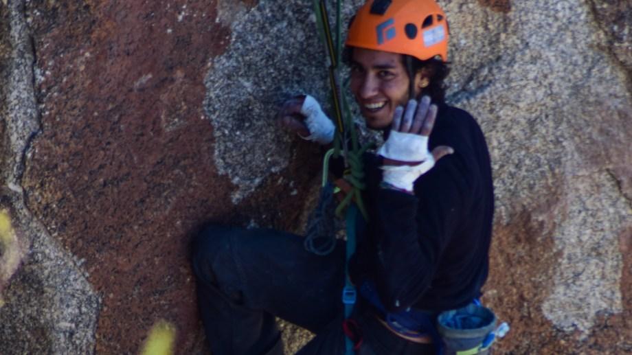 El físico Dimitri Chafatinos disfruta al hacer investigaciones para su doctorado y la escalada en roca durante su tiempo libre. (Foto: Victoria Martínez)