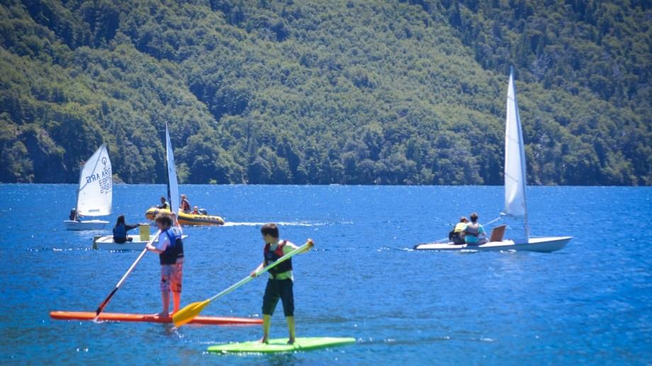 En los últimos años creció la cantidad de aficionados a los  deportes náuticos en Bariloche.