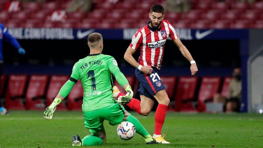 En el gol, Ferreira Carrasco le metió un caño a Ter Stegen. Atlético derrotó a Barcelona.