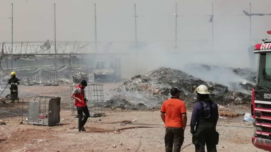 Bomberos sofocaban un incendio en en Parque Industrial (Gentileza Darío Irigaray)