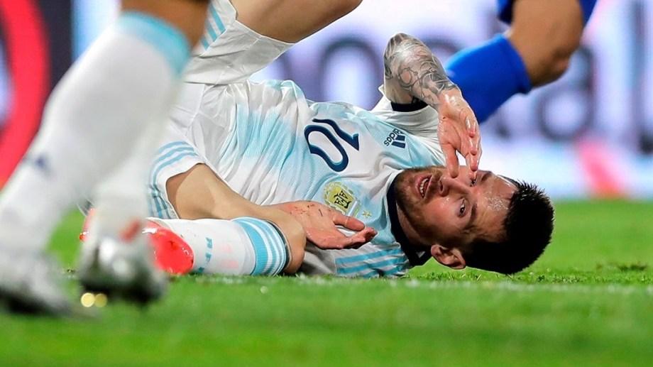 Messi anotó para Argentina contra Paraguay, pero le anularon el gol por falta previa.