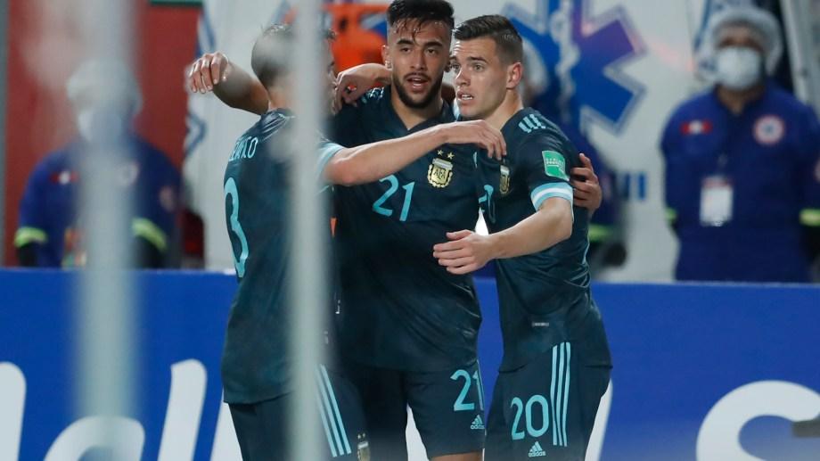 Nico González hizo el primer gol para Argentina ante Perú.