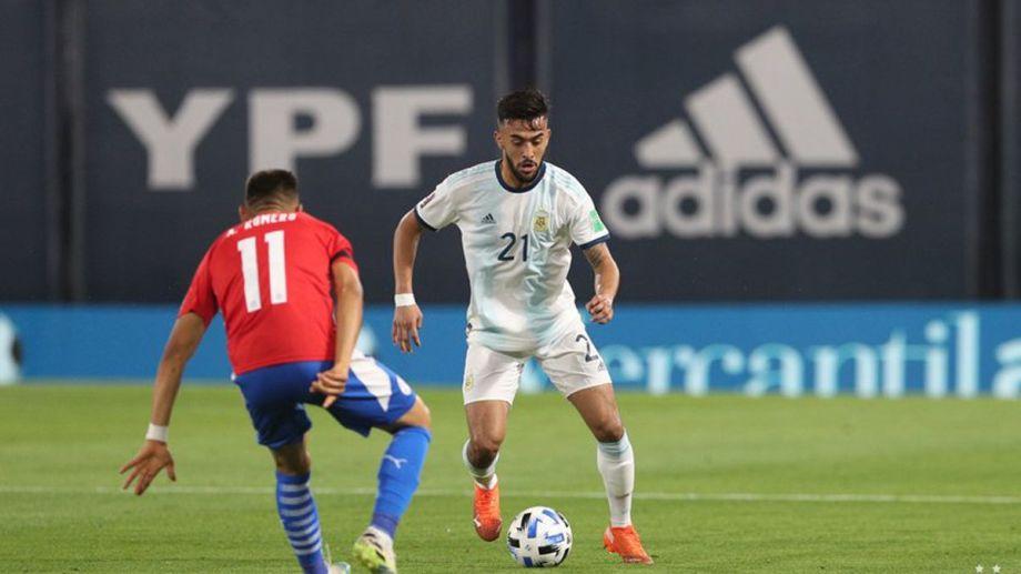 González fue lateral contra Paraguay y hoy será extremo.