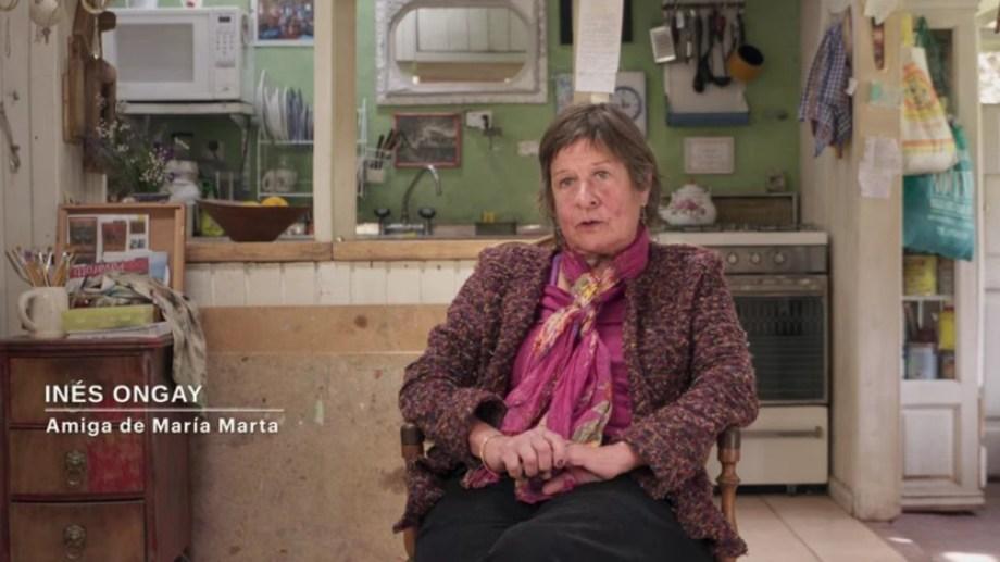 Inés Ongay en su casa del barrio Melipal de Bariloche, como lo muestra el documental.