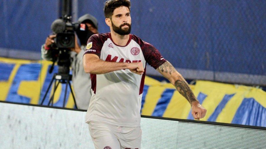 Orsini anotó los dos goles de Lanús ante Boca en La Bombonera.