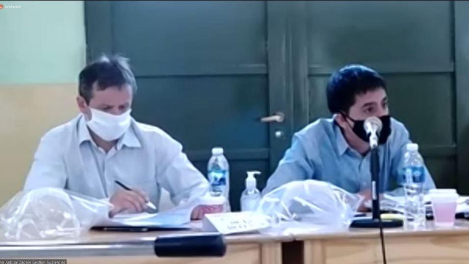 Pallero, a la izquierda, y su defensor Méndez, quien durante el juicio pidió que no se publicaran fotos del policía.
