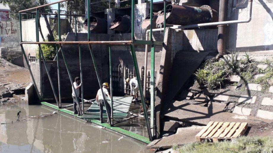 Se encuentra colocado en la estación de bombeo del bulevar Ayacucho. Foto Gentileza