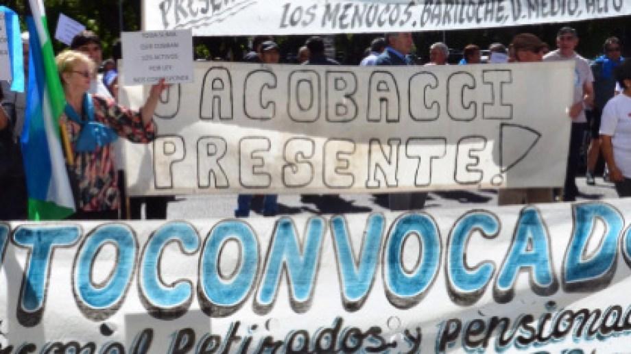 Una concentración de los retirados policiales frente a Casa de Gobierno. Foto: Archivo/Marcelo Ochoa